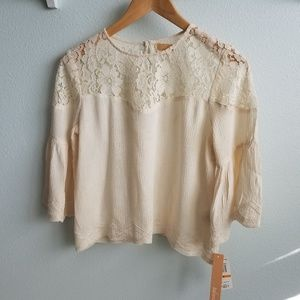 Takara cream lace bell sleeve cropped top S